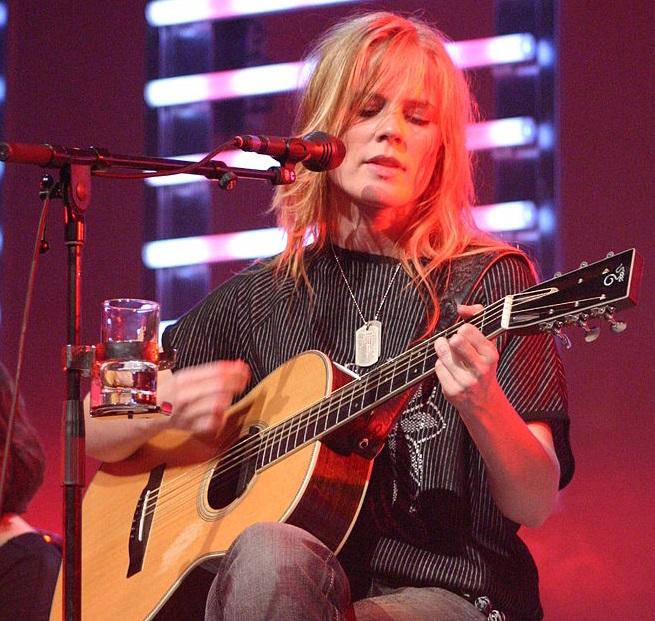 Ilse DeLange gaat nieuwe nummers schrijven voor The Common Linnets