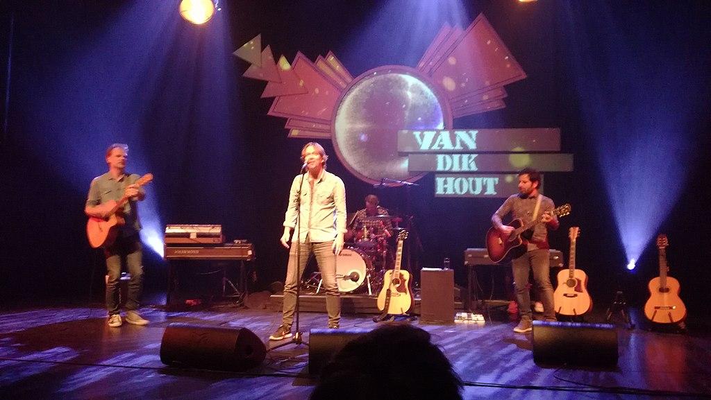 Van Dik Hout bestaat 25 jaar.